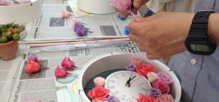 思い出に残る!結婚式でのご両親へのプレゼントに大人気の手作り花時計!