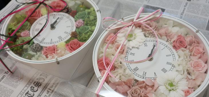 ディズニーシーのウェディングで!ご両親へのお花のプレゼントに花時計を作られました