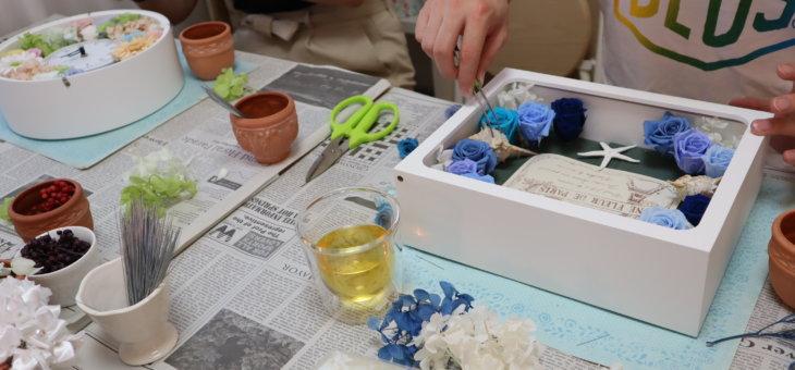 南青山で結婚式のお2人がご両親へのプレゼントに時計とフォトフレームを作られました