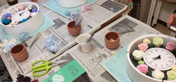 花の体験に人気!お部屋華やぐ手作りの花時計