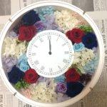 本当にびっくりなサプライズの演出!花嫁様へのプレゼントに結婚式のドレスカラーで花時計を作られました