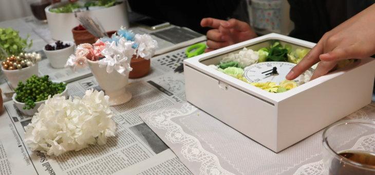 ゲストハウスウェディングに!ご両親贈呈品に素敵な四角と丸の花時計を作られました