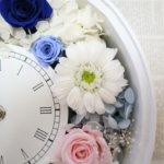 結婚式のサプライズプレゼントを新婦へ!可愛い花時計を作られました