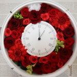 新婦様へのサプライズプレゼントに手作りの真っ赤な花時計を作られました