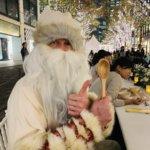 東京駅にクリスマスのサンタさんが!可愛いお花に感動!