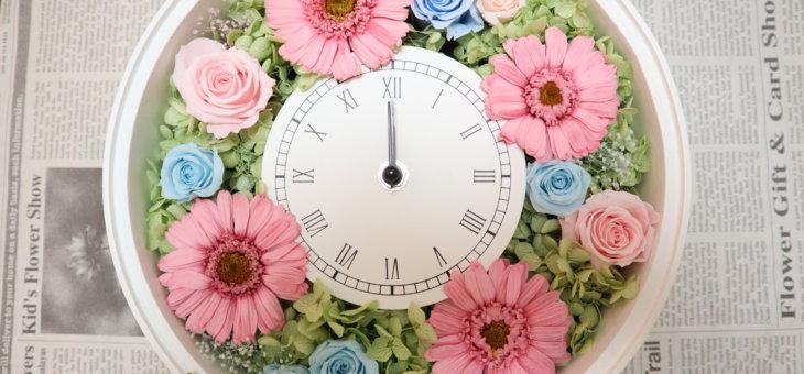 新築祝いを親戚に!4つのガーベラが可愛い手作り花時計に!