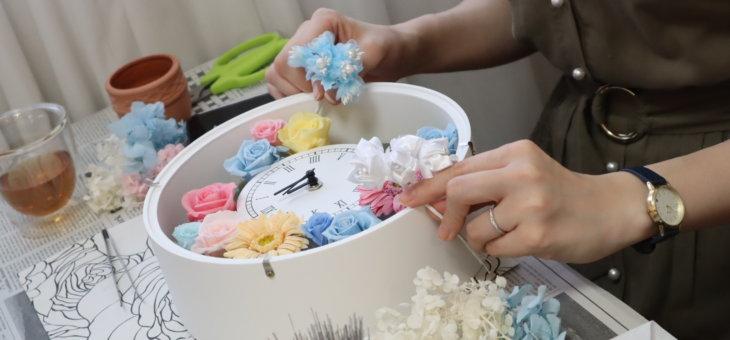 結婚式の両親贈呈品の時計 -カラードレスとお母さんの好きな色で可愛く作られました!