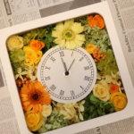 開店祝いのプレゼントに明るい四角の花時計を作られました!